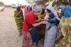 Hilfsaktion_Tschad_Geschenkverteilung-1