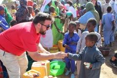 Hilfsaktion_Tschad_Geschenkverteilung-2