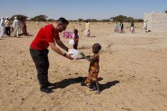 Hilfsaktion_Tschad_Geschenkverteilung-5